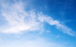 Chmury tło, niebieskie niebo lub tło i fluffly obraz royalty free