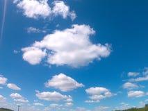 Chmury w niebie, dzięki dla dnia obrazy royalty free