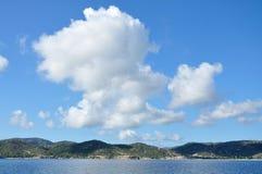 Chmury w niebie nad morze zdjęcie stock