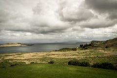 Chmury w powietrzu nad jeziorem w Szkocja Zdjęcia Royalty Free