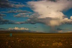 Chmury w pustyni Mongolia Zdjęcia Royalty Free