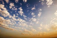 Chmury w ranku niebie obraz stock