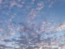 Chmury w wieczór niebie Fotografia Royalty Free