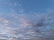 Chmury w wieczór niebie Fotografia Stock