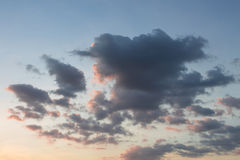Chmury w zmierzchu czasie Zdjęcia Royalty Free