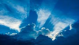 Chmury z srebną podszewką prawie Zdjęcie Royalty Free