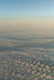 Chmury z wysokość strumieniem zdjęcia royalty free