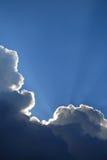 chmury zaświecają promienie Obrazy Stock