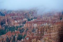 Chmury zakrywa bryka jar zdjęcia stock
