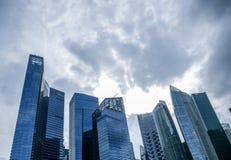 Chmury zbiera nad Singapur fotografia stock