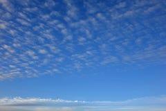 Chmurzący światła dziennego niebo obrazy royalty free