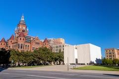 chmurzący rafinerii oleju do nieba Kennedy Pamiątkowy plac w Dallas zdjęcia royalty free