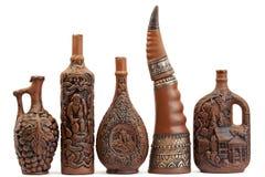 Choc-bouteilles de vin d'argile avec du vin Images libres de droits