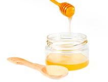 Choc de miel avec le drizzler en bois Photos stock