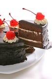 Choc Kuchen mit Kirsche Stockbild