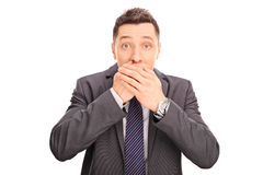 Chockad affärsman som täcker hans mun Royaltyfria Bilder