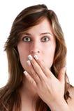 Chockad kvinna som täcker henne mun Arkivfoto