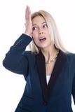 Chockad och besviken ung affärskvinna som rymmer hennes hand t arkivbilder