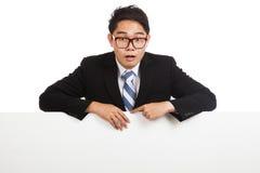 Chockat behind tomt baner för asiatisk affärsman royaltyfria foton