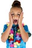 Chockat uttryck från gulligt bära för flicka lei royaltyfri foto