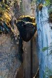 Chockstones in Maligne-Canion - Alberta, Canada stock foto's