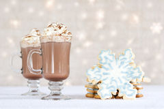 Choclate et biscuits chauds - festin de l'hiver Images stock