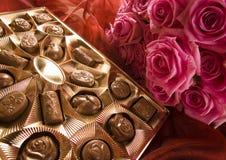 Chocolade & Rozen Royalty-vrije Stock Foto's
