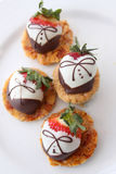 Chocolade behandelde aardbeien Stock Foto's