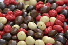 Chocolade-behandelde koffiebonen Stock Afbeelding