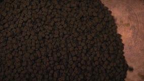 Chocolade bij de productie Grote capaciteit voor het mengen van snoepjes Chocoladefabriek De geleidelijke productie van met de ha stock footage