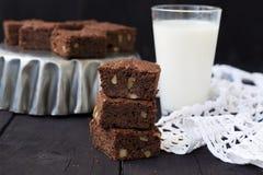 Chocolade brownies op een donkere achtergrond Royalty-vrije Stock Foto's