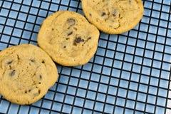 Chocolade Chip Cookies op Diagonaal Stock Fotografie