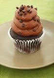 Chocolade Cupcake met Chocoladeschilfers Stock Afbeelding