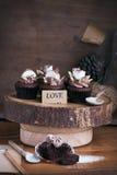 Chocolade cupcake met liefdemarkering. Royalty-vrije Stock Afbeeldingen