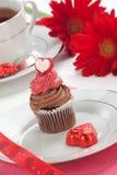 Chocolade Cupcake voor de Dag van de Valentijnskaart Royalty-vrije Stock Foto