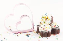 Chocolade Cupcakes met harten Royalty-vrije Stock Foto's