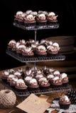 Chocolade Cupcakes met Heemst Stock Foto