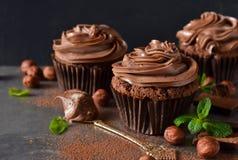 Chocolade cupcakes met pindadeeg Royalty-vrije Stock Foto's