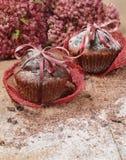 Chocolade cupcakes voor de dag van Valentine Stock Foto's