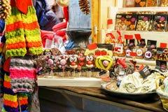 Chocolade dierlijke die lollys bij de Kerstmismarkt van Riga worden getoond Royalty-vrije Stock Foto's