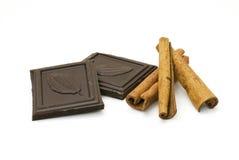 Chocolade en kaneel Stock Afbeeldingen