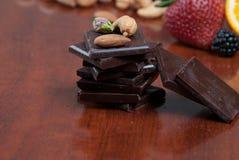 Chocolade en noten Stock Afbeelding