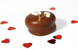 Chocolade en rode harten Stock Foto's