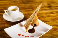 Chocolade en Sesamzaadwafeltjedessert Stock Afbeelding