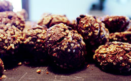 Chocolade gebakken koekjes met notenbakkerij Stock Foto