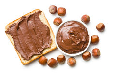 Chocolade met brood wordt uitgespreid dat stock fotografie