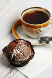 Chocolade muffin med te Royaltyfri Fotografi