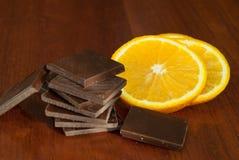 Chocolade, noten, bessen en sinaasappel Royalty-vrije Stock Foto
