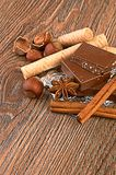 Chocolade, noten en kruid Stock Foto