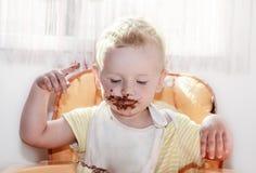 Chocolade op gezicht Stock Foto's